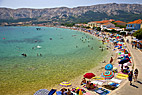 Badebyen Baska i Kroatien - Bathing in the Baska bay at the isle of Krk in Croatia