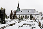 Snedækket kirkegård - Snow covered graveyards and village church