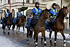 Fire svenske politifolk på hesteryg - Four Swedish police sitting on horseback
