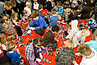 Børn leger med lego - Children playing with Lego bricks at the Lego World exhibition in Denmark
