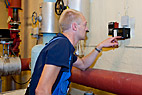 Vvs-montør - Heating and sanitary technician programming the heating controller