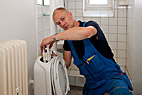 Vvs-montør - Heating and sanitary technician repairing the toilet cistern