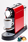 Kaffemaskine - Red automatic coffee machine and coffee capsules
